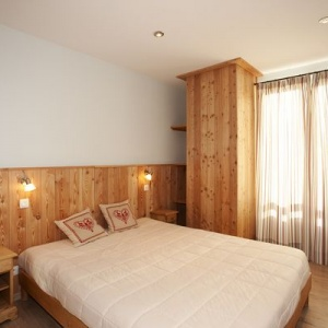 Bed room 1 - Large double bed rooom with ensuite:: Large master bedroom with ensuite