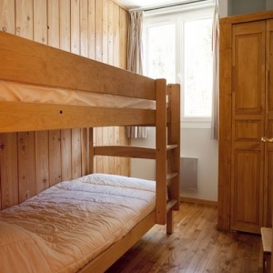 Bed room 5 :: Compact bedroom with a bunk bed